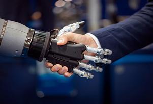 ¿Son los robots fundamentales para aumentar la productividad?